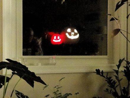 2014-10 - 02 - Lit jack-o-lantern