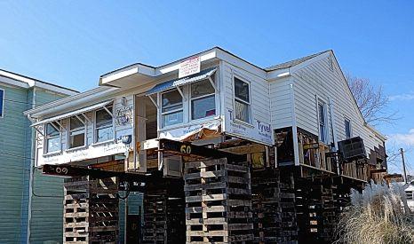 2016-02 - 30 - House on stilts